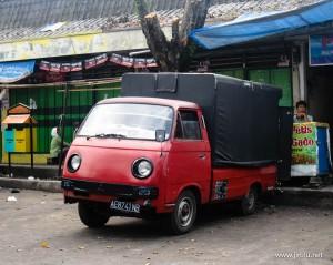 Mobil Cetul di Pasar Sayur