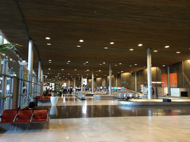 CDG 2E arrival Hall